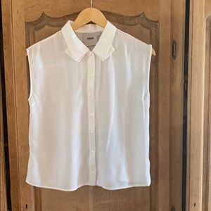 Sleeveless collared button down top
